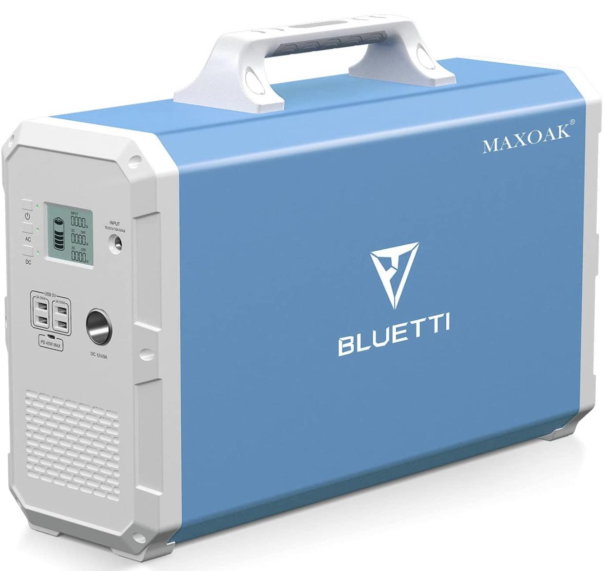 A display of the MAXOAK BLUETTI portable solar generator